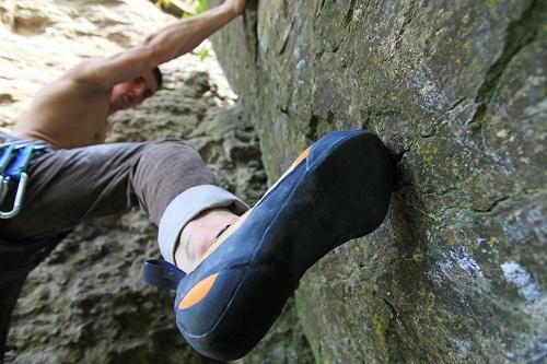 Kletterschuhe weiten und dehnen sich