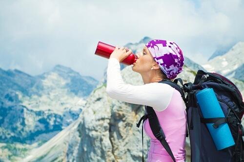 Trinken auf Touren zum Ausgleich des Flüssigkeitsverlustes