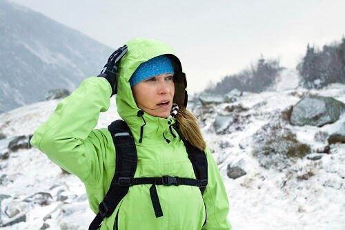 Ohne schützende Bekleidung führt Windchill schnell zu Unterkühlung